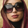 Middle Eastern woman wearing sunglasses — Стоковая фотография