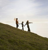 Hispanic park ranger pointing for children on hill — Stock Photo