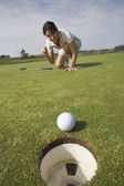 Hispanic woman playing golf — Stock Photo