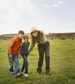 Hispanic female park ranger pointing for children — Stock Photo