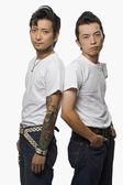 два азиатских мужчин в одежде рокабилли — Стоковое фото