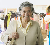 Senior Hispanic woman in clothing store — Stock Photo