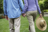 Hispanic couple holding hands — Stock Photo