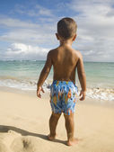 Pacific Islander boy looking at ocean — Stock Photo