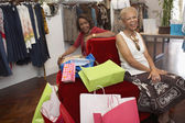 Comprar ropa de las mujeres afroamericanas senior — Foto de Stock