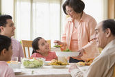 Hispanic family at dinner table — Stockfoto