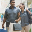 Hispanic couple carrying shopping bags — Lizenzfreies Foto
