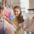 Hispanic sisters shopping at boutique — Stock Photo
