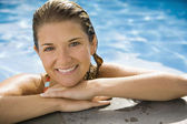 Smiling Hispanic woman standing in swimming pool — Stock Photo