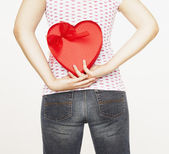 Pacific Islander woman holding heart-shaped box — Stock Photo