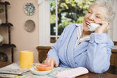 Senior woman talking on telephone — Stock Photo