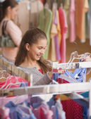 Hispanic girl shopping for clothing — Stok fotoğraf