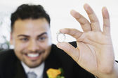 Hispanic groom showing ring — Stock Photo