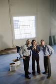 Junge unternehmer im neuen büro — Stockfoto