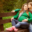Pregnant couple relaxing on the bench — Stock Photo
