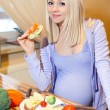 Pregnant woman eat — Stock Photo