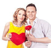 Atraktivní pár milenců. člověk představuje květina. Valentýna s d — Stock fotografie