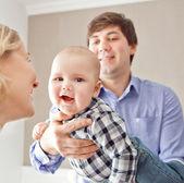 Porträt von eine glückliche familie — Stockfoto