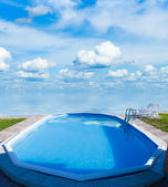 Swimming pool, sea, the cloudy sky — Fotografia Stock
