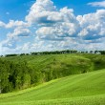 Красивый весенний пейзаж и пасмурное небо — Стоковое фото #13340910