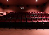 Red rows of theater seats — Fotografia Stock