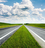 Landscape with road and cloudy blue sky — Fotografia Stock