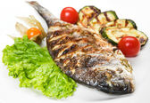 Grilled fish with vegetables — Fotografia Stock