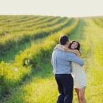 Romantic couple embrace — Stock Photo