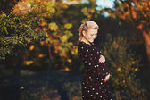 Beautiful pregnant young woman — Stock Photo