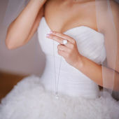 Bride holds a chain — Stock Photo