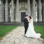 Happy couple on wedding day — Stock Photo