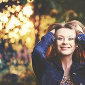 红头发的女孩画像 — 图库照片