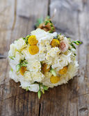Wedding bouquet on a wooden surface — Foto de Stock