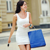 Young woman with a bag — Stockfoto
