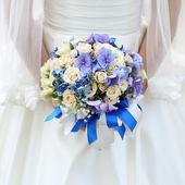 Gelin düğün buketi holding — Stok fotoğraf