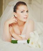 Giovane bella sposa — Foto Stock
