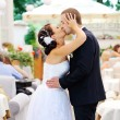 Wedding couple kissing — Foto Stock