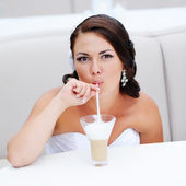 Smiling bride drinking cappuccino — Stock Photo
