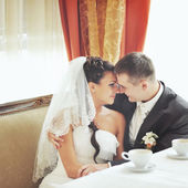 Groom and bride together in cafe — Stockfoto