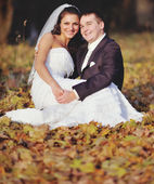 Wedding couple enjoing in autumn forest. — Stock Photo