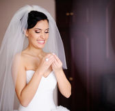 Young bride is getting ready — Stock Photo