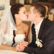 Wedding couple kissing. — Stock Photo
