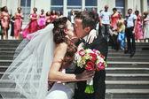 Para ślub całowanie — Zdjęcie stockowe