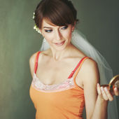 Gorgeous bride looking into mirror — Stockfoto
