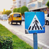 Pedestrian crossing sign close up — Stockfoto