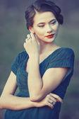 Portrét mladé hezké ženy mimo — Stock fotografie