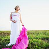 Pregnant woman outside — Stock Photo