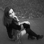 Street portrait of young long hair brunette woman — Foto de Stock