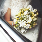 Beautiful wedding bouquet on table — Stock Photo