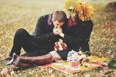 Young couple having date in autumn park. — Foto de Stock